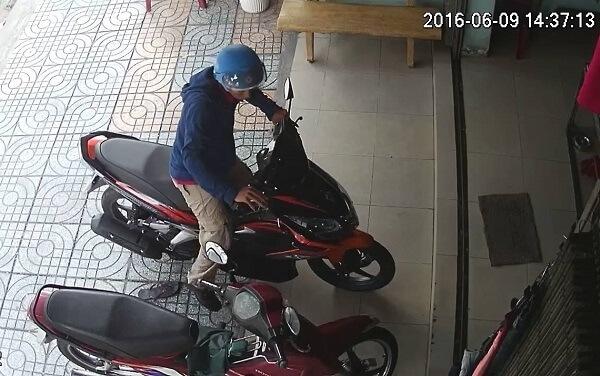 Lắp đặt camera giám sát tạikhu vực cửa ra và để xe vào Shop