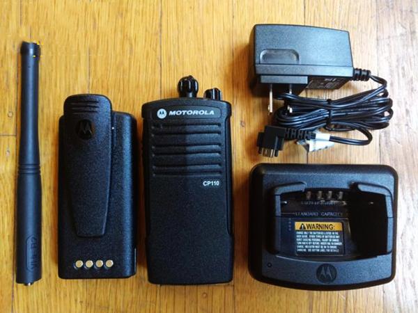 Bộ đàm cầm tay Motorola CP110 phụ kiện đầy đủ, dùng cực bền tốt