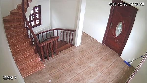 Khu vực hành lang được camera ghi hình từng chi tiết
