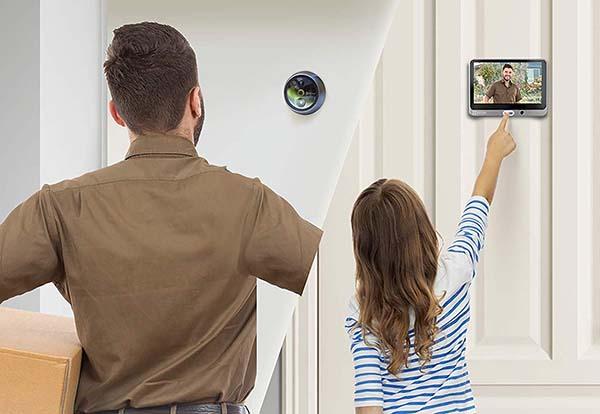 Đến gầncửa chính bạn sẽ thấy vị khách nào đang đứng trước cửa mà không cần phải mở cửa