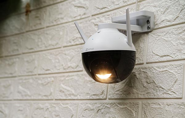 Camera Có Đèn Chiếu Sáng Rất Tiện Dụng Cho Quan Sát Đêm